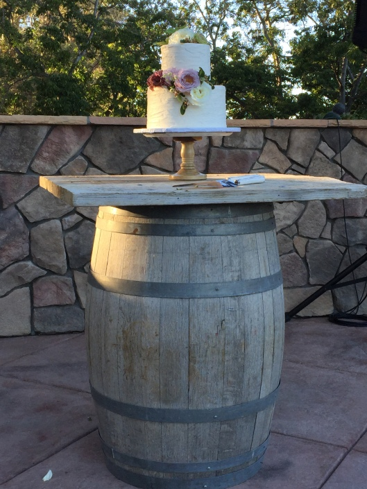 17.10.22 - Bittner Kunstt Wedding - Cake on a Barrel