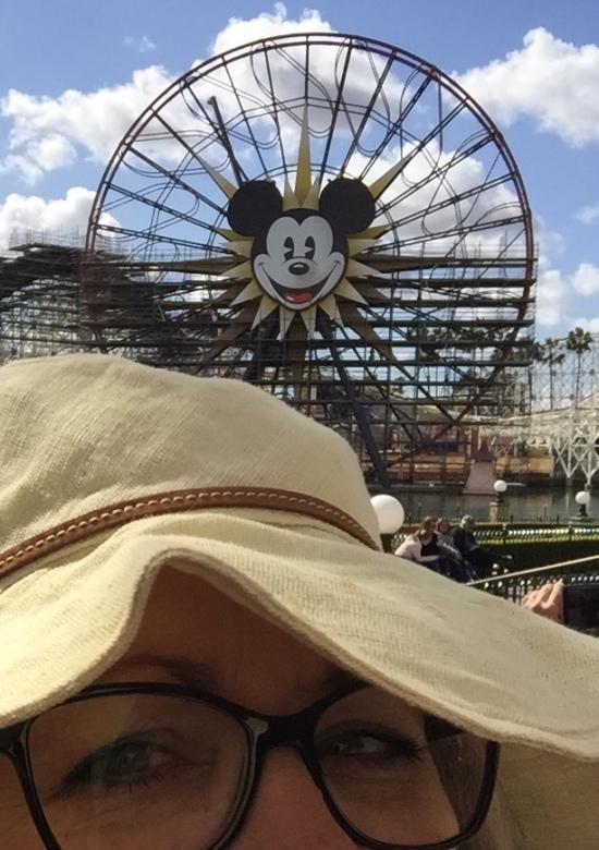 Image - Disney Lamp Post Scene - 2018-2